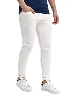 White jeans with white sneakers