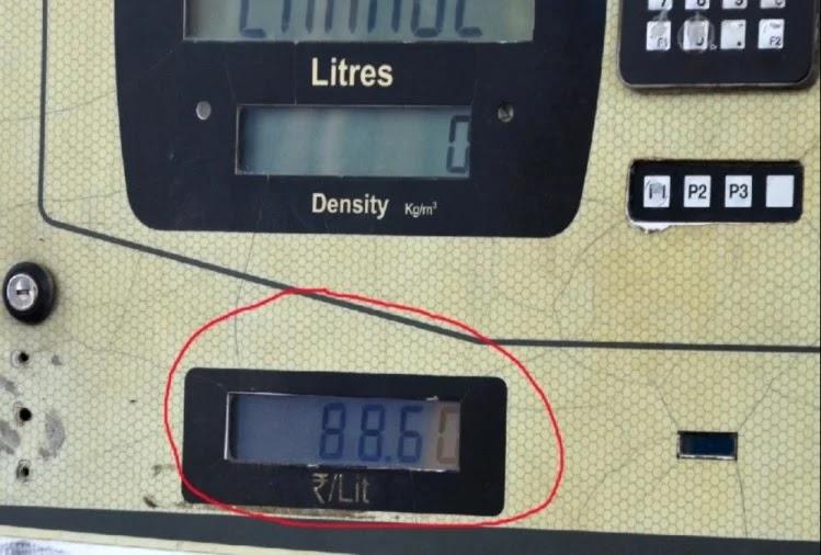 पेट्रोल पंप पर लगी डिस्पले यूनिट