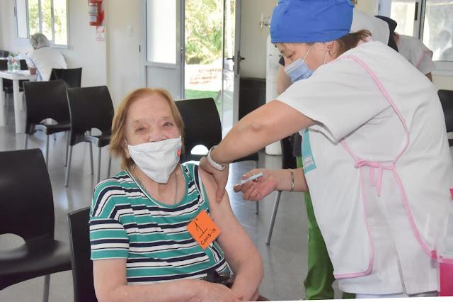 Vacunación Covid-19: comenzó la aplicación de 1500 dosis a razón de 500 diarias desde este miércoles hasta el viernes 9 de abril