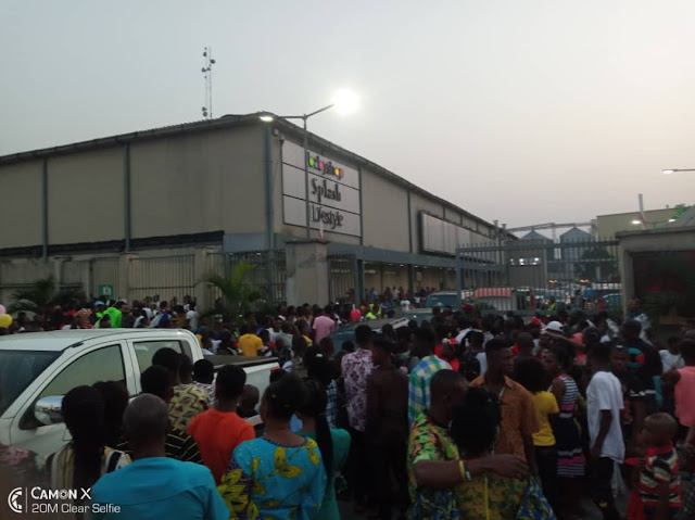 Mammoth Crowd Forces Port Harcourt Mall To Shut Gate
