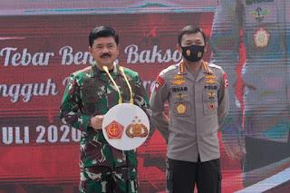 Kapolri Jenderal Pol Idham Azis dan Panglima TNI Marsekal Hadi Tjahjanto mengunjungi wisata Aquaculture Mangrove di Desa Ketapang, Kecamatan Mauk, Kabupaten Tangerang, Banten