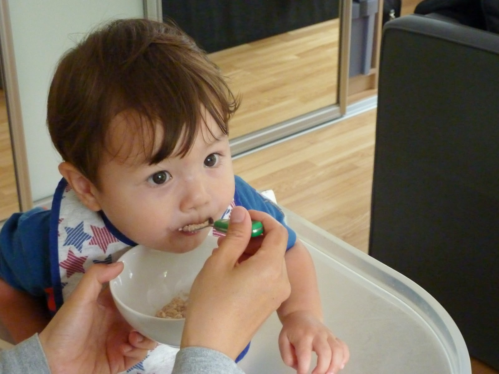 Gambar bayi ganteng dari korea lagi makan