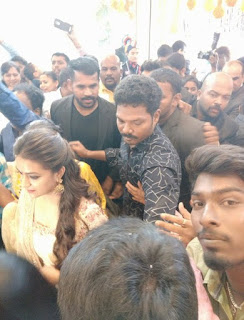 Keerthy Suresh with Fans 2