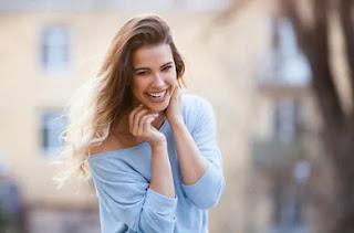 kadınlar neden mutluyken güzel