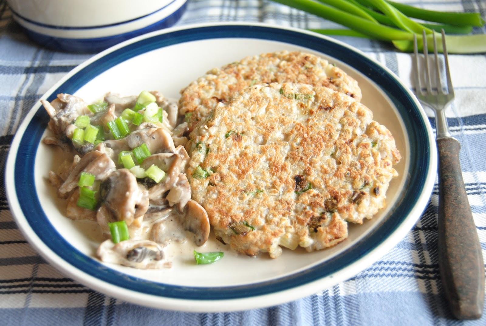 wytrawne kotlety z kaszy gryczanej niepalonej z sosem pieczarkowym babkawformie.blogspot.com