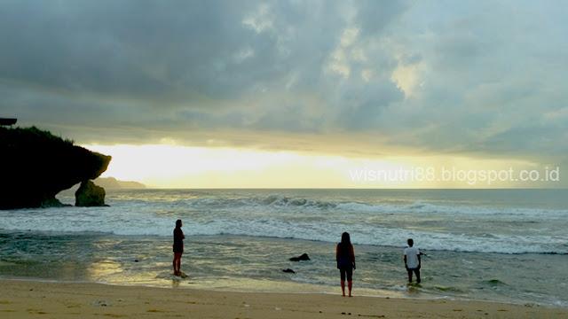 Pantai Sarangan Gunung Kidul Jogjakarta