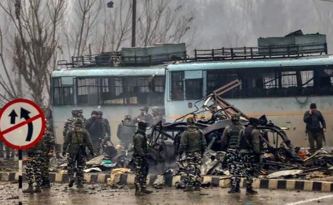 """""""घुस के मारा"""": पाकिस्तान के मंत्री ने पुलवामा हमले पर किया दावा फिर अपने बयान से पलटे"""