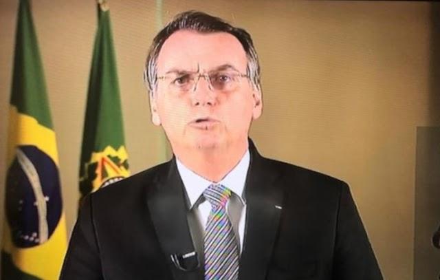Bolsonaro nega descaso com coronavírus e diz que fazer politicagem com pandemia é covardia