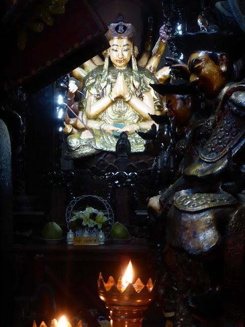 Tallas de caoba en la Pagoda del Emperador de Jade