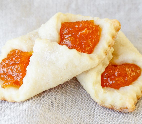 APRICOT KOLACHES – A TRADITIONAL HUNGARIAN CHRISTMAS COOKIE #desserts #sweets