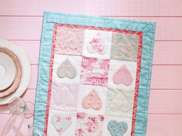 Love is all Around Table Runner : FREE PATTERN