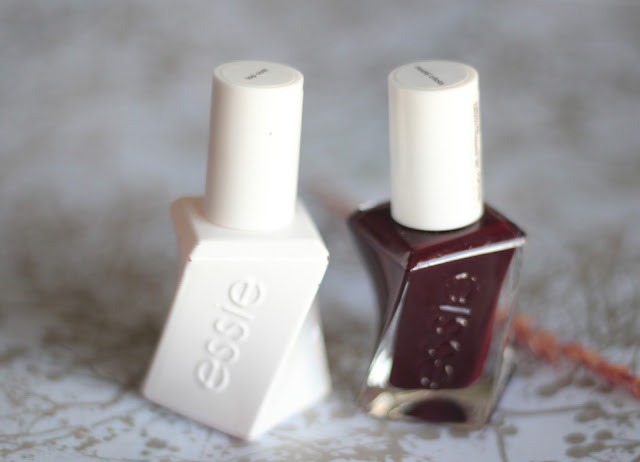 photo-essie-gel-couture-model-clicks-rojo-oscuro-nails