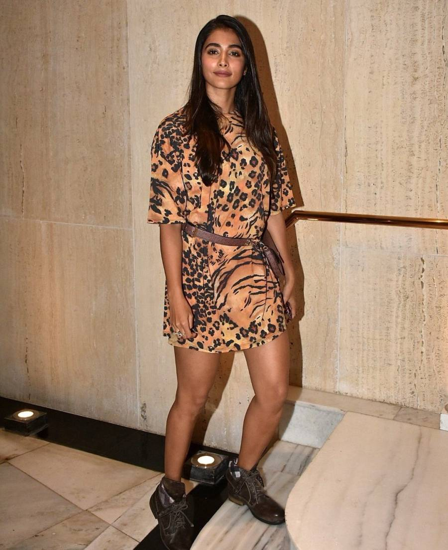 Indian Girl Pooja Hegde Long Hair Long Legs Show