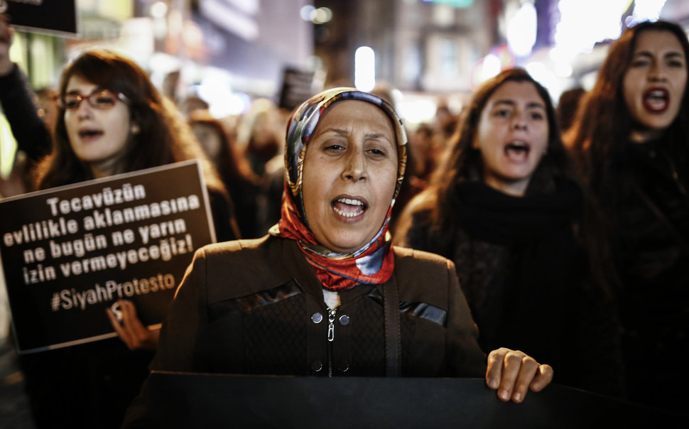 35 Photos Of Protesting Women That Portray Female Power - Turkey
