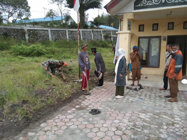 Babinsa Bersama masyarakat  Melaksanakan gotong Royong