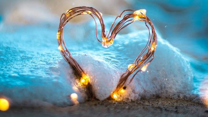 Papel de Parede Coração de Luz na Praia