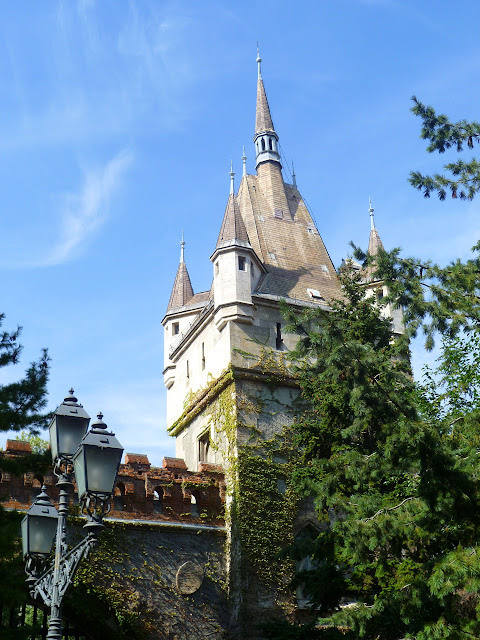 Замок в парке, Будапешт (Castle in the park, Budapest)