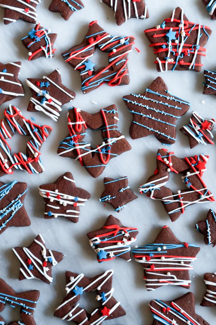 Jackson Pollock-inspired 4th of July splatter cookies