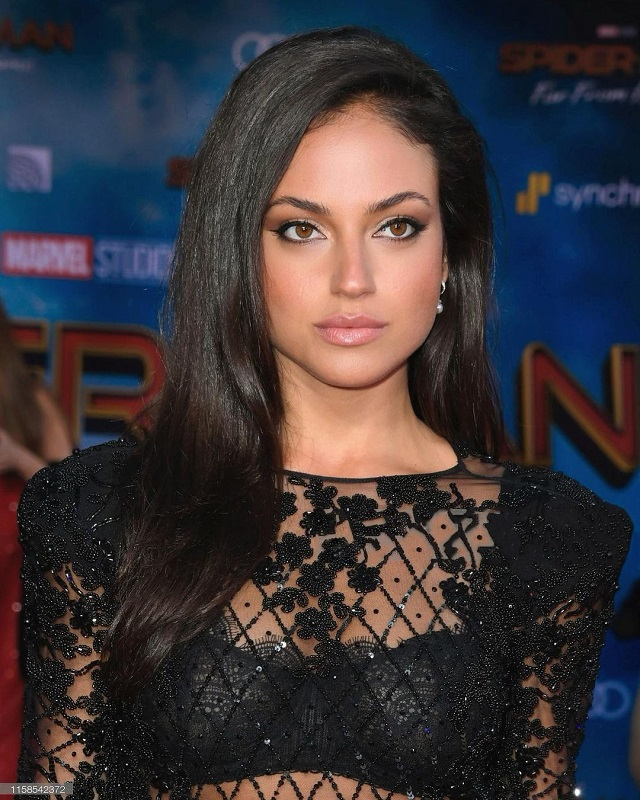 Inanna Sarkis Wiki & Bio, Age, Height, Weight, Net Worth, and Body Measurement