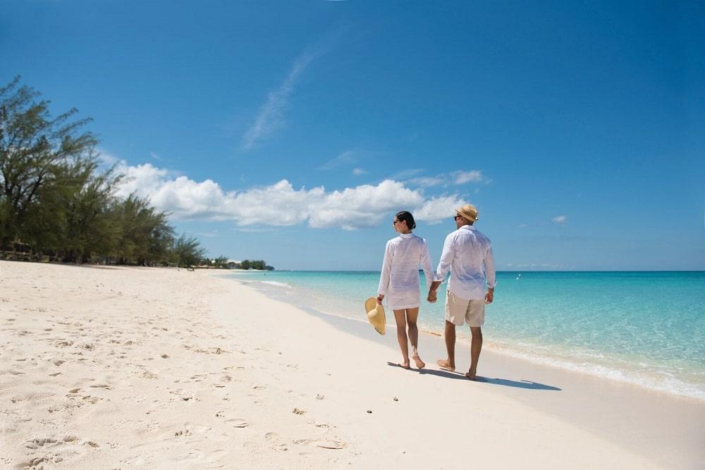 THE CAYMAN ISLANDS RE-OPENING PLAN FOR WORLD-CLASS INTERNATIONAL TOURISM