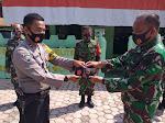 Sinergitas TNI Polri, Kanit Binmas Polsek Manyak Payed Berbagi Masker Sinergitas Kepada Para Babinsa Koramil 016 Manyak Payed