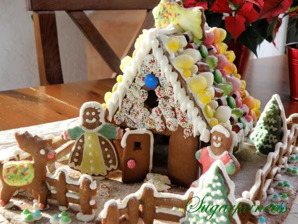 Advent in der Großfamilie- zusammen ein Lebkuchenhaus verzieren macht so viel Spaß!