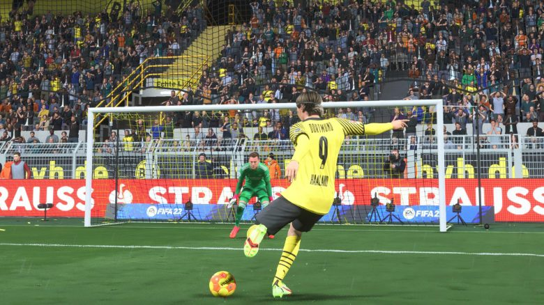 3 powerful shots in FIFA 22 that you should use to score more goals