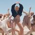 "O deserto ficou pequeno para a nova loira do pop, MØ, e a dancinha de ""Final Song"""