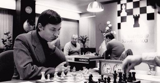 Grand maître international depuis 1970, Anatoli Karpov a été champion du monde d'échecs de 1975 à 1985 et de 1993 à 1999