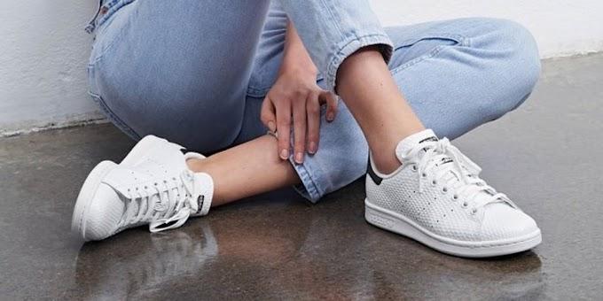 Pengen Kayak Gigi Hadid? Pake White Sneaker, Trend yang Nggak Ada Matinya di 2017
