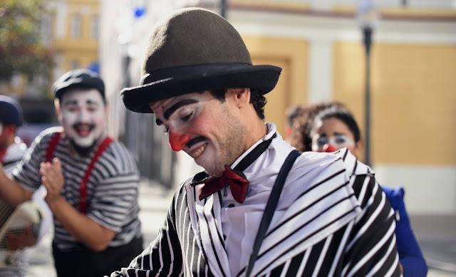 Show circense de Humor e Circo Produtora para festas e eventos online.