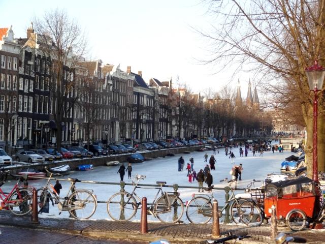 Patinação no gelo em fevereiro em Amsterdã