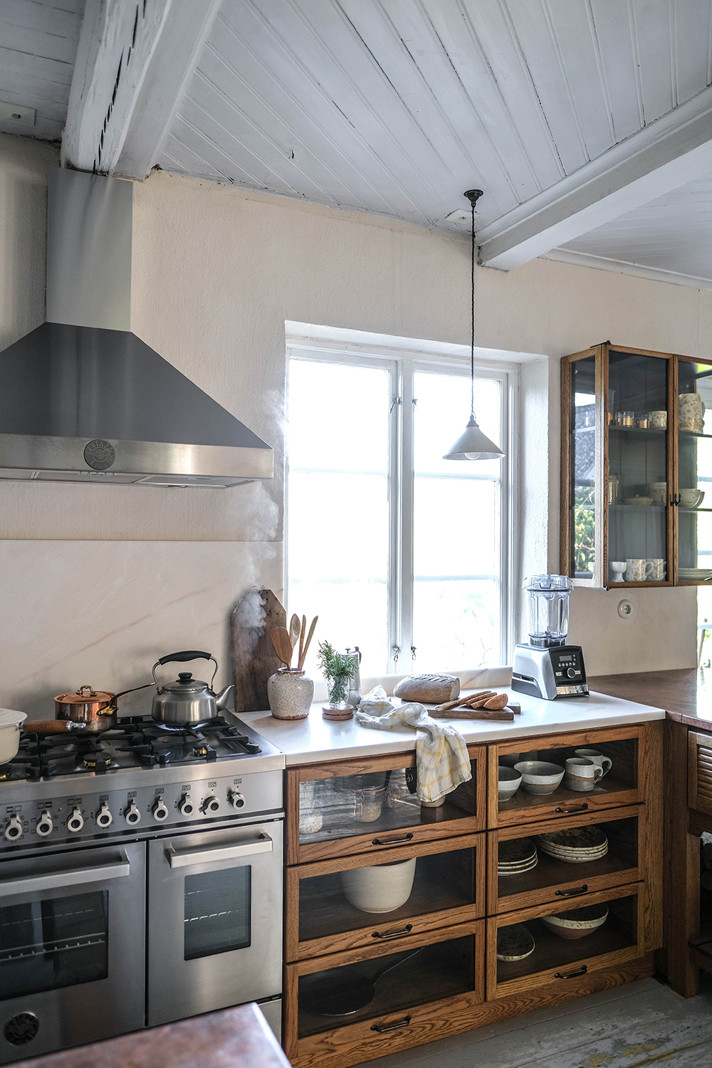Décor Inspiration | The Most Cosy Mid-Century Kitchen in Sweden