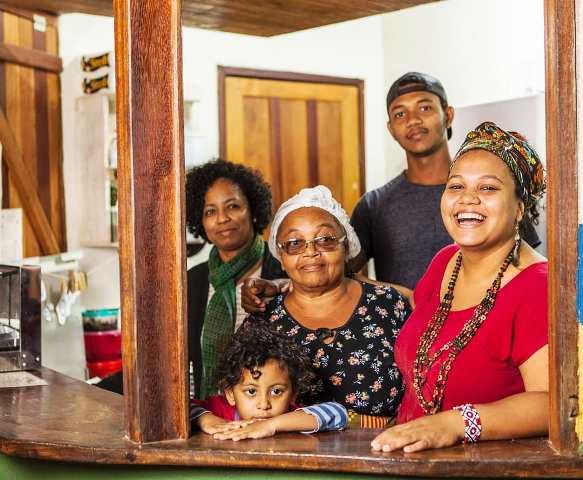 Quiosque Tapioca Nativa com Dona Florina e família