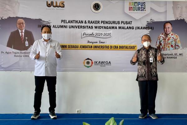 Ketua IKAWIGA H. Mohammad Supriyadi, ST., MT. bersama Rektor Universitas Widyagama Malang, Dr. Agus Tugas Sudjianto