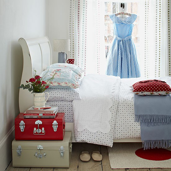 White Sleigh Bed in Red and White Cottage Bedroom
