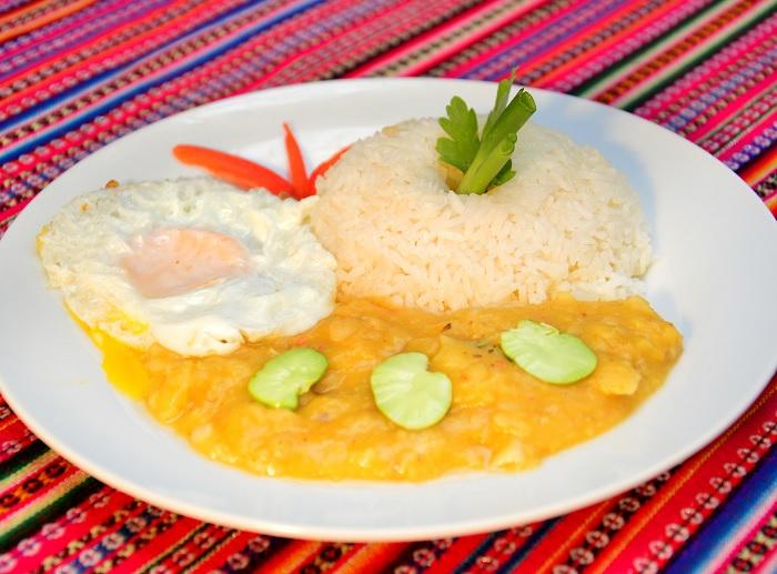 Ajiaco de Habas Secas con Huevo Frito
