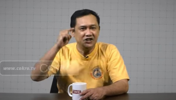 "Denny Siregar Minta Pembacokan Syekh Ali Jaber Tak Dikaitkan Dengan PKI ""PKI Membantai Ulama"""