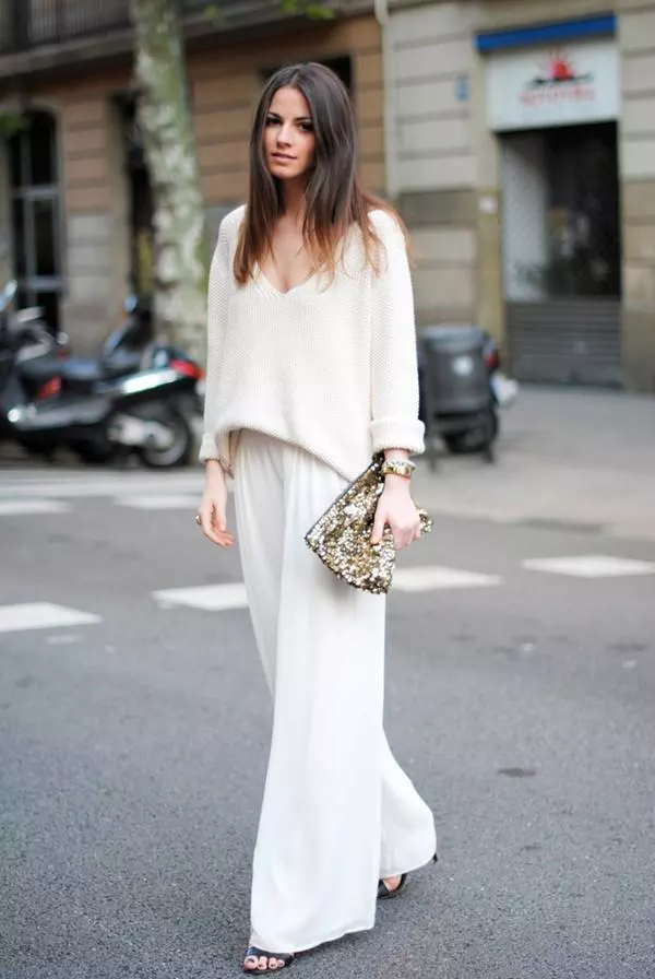 Outstanding outfits with the popular elegant and gentle white pants of women