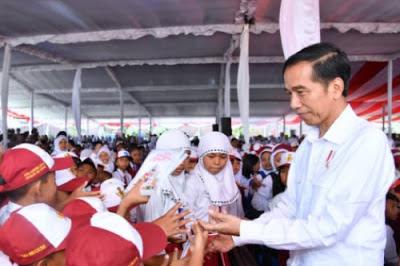 Cara Belajar Presiden Jokowi Saat Masih Sekolah