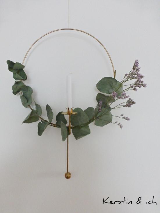 DIY Lichterkranz gold mit Eukalyptus und Balance-Kerzenhalter