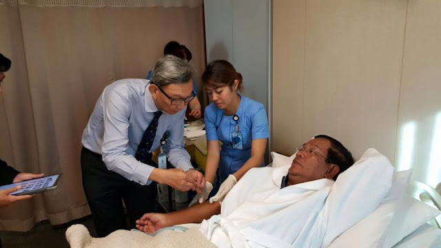Prime Minister Hun Sen receives a check-up from doctors at a hospital in Singapore yesterday. Facebook