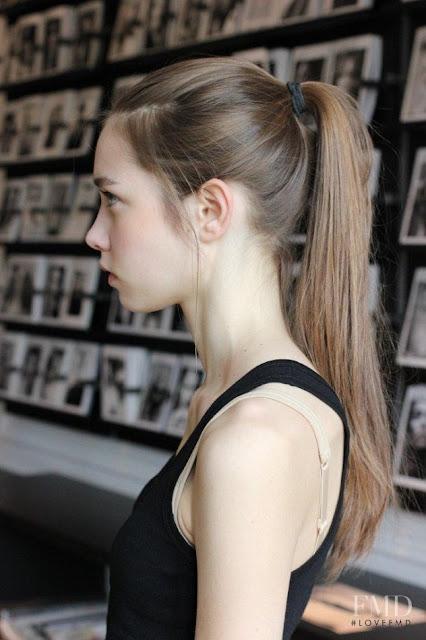 4 mẹo nhỏ phục hồi tóc hư tổn của các siêu mẫu