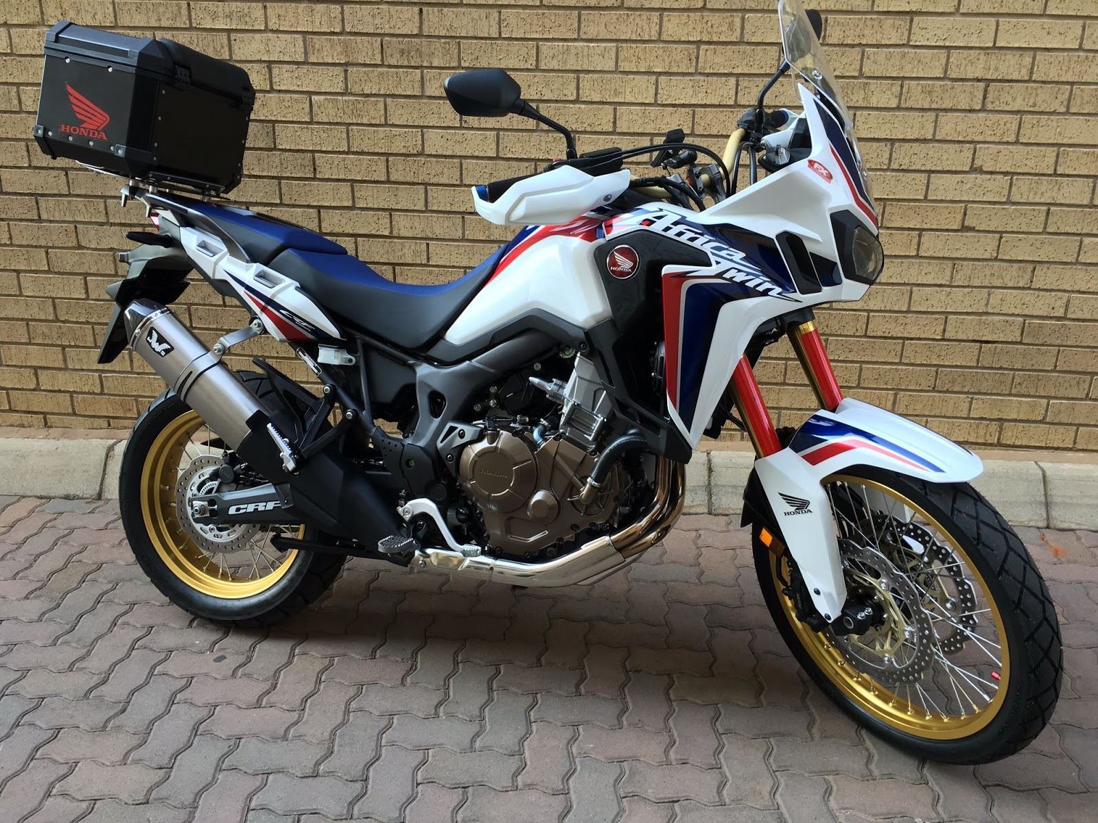 africa twin accessoire chappement wings. Black Bedroom Furniture Sets. Home Design Ideas