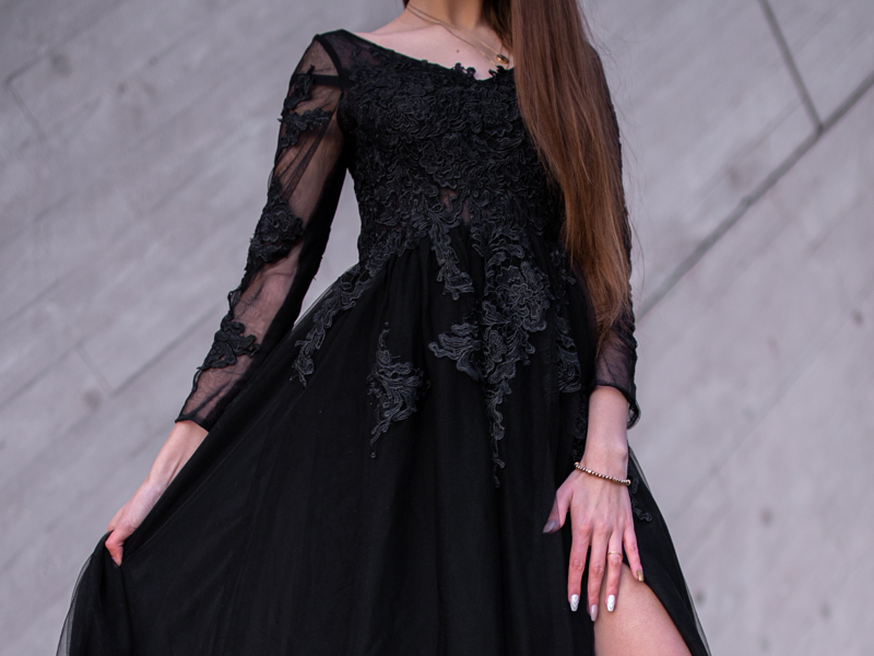 czarna suknia na bal