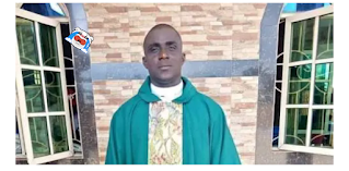 Just in: A Nigeria Famous Priest Slumps, Dies While Preaching.   An Anglican famous priest, rev efe urhogo has been reported dead after collapsing on the altar during his sermon at the St. John's Anglican Church, Okpara, Ehtipe East in Delta state.   Correspondents gathered that the priest collapsed during a sermon from the alter on Wednesday evening in the course of the Anglican Youth Week event going on in the church.  The Reverend soon scurried to the General Hospital at Eku where Doctors announced him dead. Late Rev. Efe hailed from Urhuoka-Abraka, Ethiope East LGA of Delta State.  The remains of the deceased have long been deposited in the mortuary.