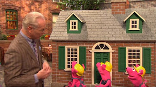 Three Little Pigs, Mr. William Bill Ding, Tim Gunn, Sesame Street Episode 4319 Best House of the Year season 43