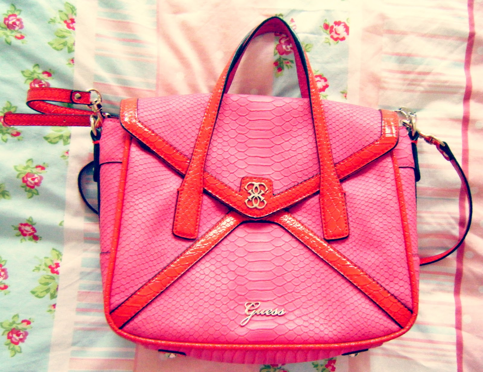 3e4925d63b06 I thought today I would share with you all what is inside my gorgeous hot  pink and red Guess bag. My lovely fiance Jacek bout me this bag for my ...