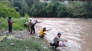 Wujudkan Ketahanan Pangan, Kapolsek Alla Lepaskan Ribuan Ekor Benih Ikan Di Sungai