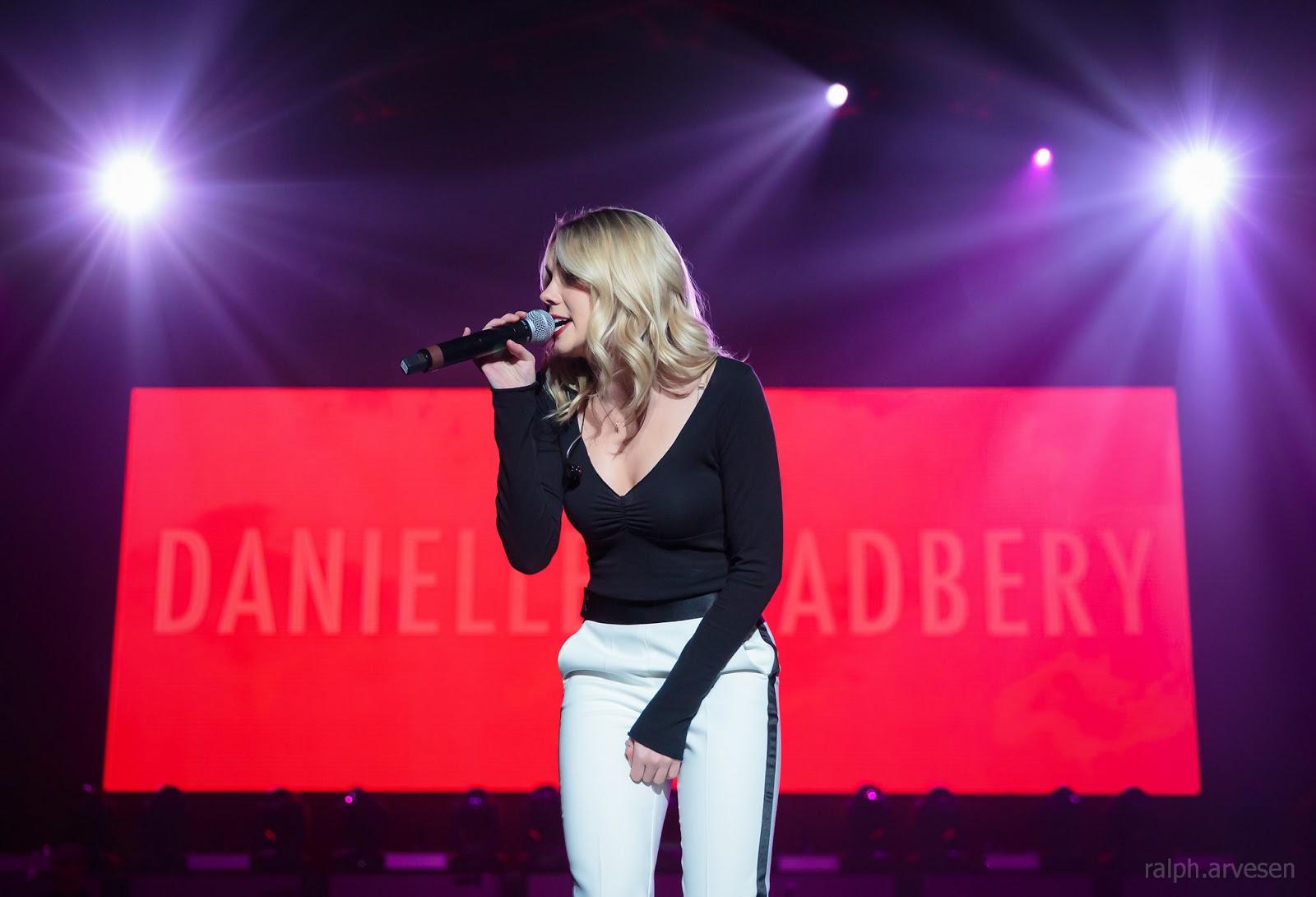 Danielle Bradbery | Texas Review | Ralph Arvesen